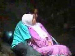 pembe baslikli kiz kissing turkish