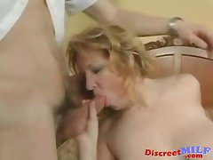 Alluring Mommy banged by waiter