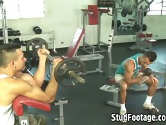 Watch 2 lads having sex in the gym